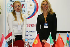 Людмила Васильева, Татьяна Ефремова, сотрудники ТрансЛинк, на форуме
